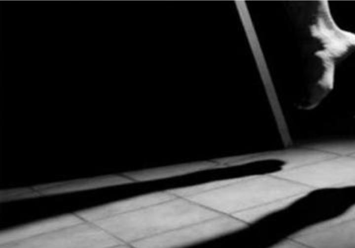 দক্ষিণ সুরমা কদমতলীর বালুর মাঠে এক গৃহবধূর আত্মহত্যা
